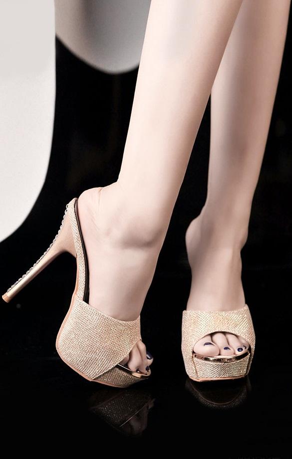 Pleasures Sandals Gold